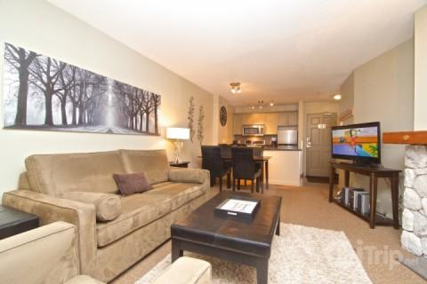 Beautiful Living room - Ski in Ski Out 1 Bedroom Deluxe Condo at The Aspens # 117 - Whistler - rentals