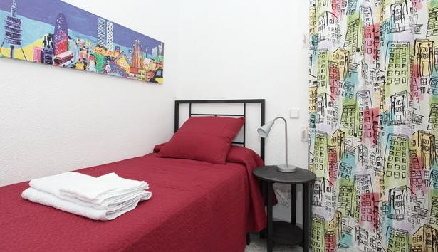 Bedroom, with good mattress, 100% cotton sheets and towels, good reading light,chest of drawers,calm - Close to Sagrada Familia (Gaudi) apartment, calm - Barcelona - rentals