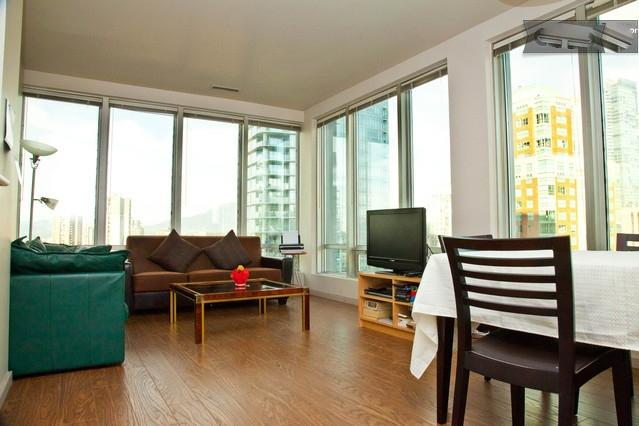 Family Friendly Central 1 BR-Great View-Sleeps 4 - Image 1 - Vancouver - rentals