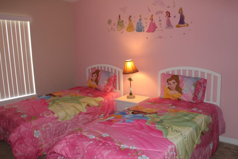 Upstair girls' room with two twin beds - Gated, Lakefront, 4 Bedroom Home, 5miles to Disney - Kissimmee - rentals