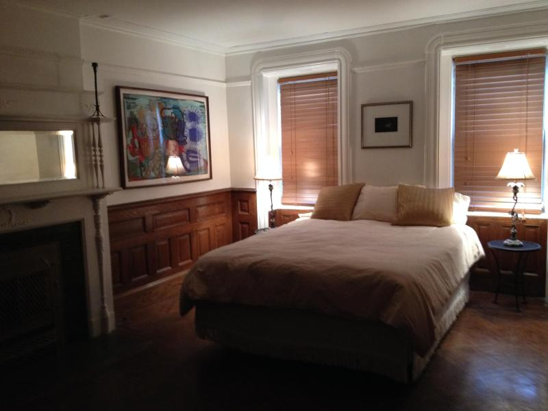 Front Room Bedroom - Private Apartment in Landmarked Neighborhood - Brooklyn - rentals