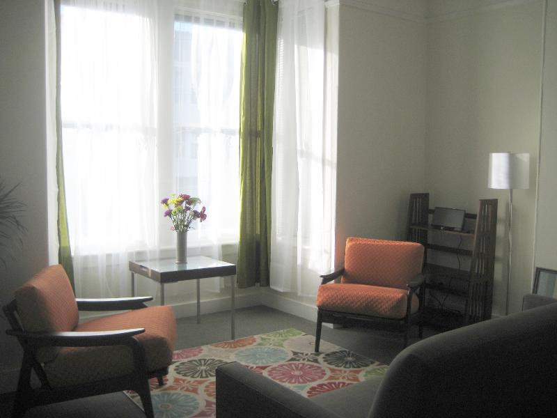 Living room - Bright one-bedroom NOPA apt in the Center of SF - San Francisco - rentals