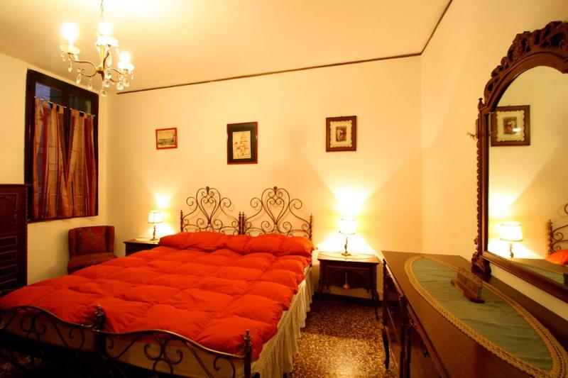 Caracteristic Venetian apartment near San Marco - Image 1 - Venice - rentals