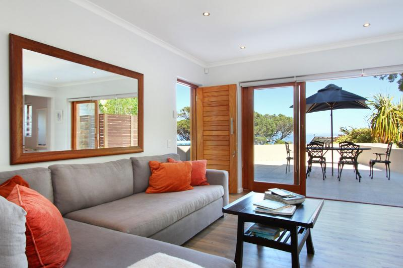 View of living area out onto deck - Minoan Heights - Cape Town - rentals