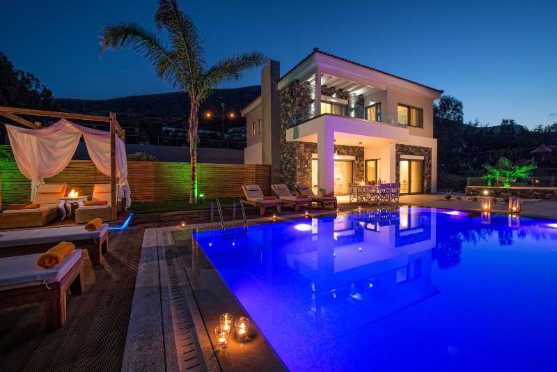 Exterior view - Luxurious villa with private pool in Crete - Hersonissos - rentals