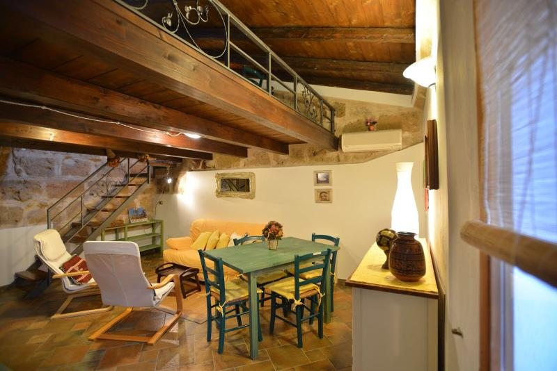 sitting room with tv,air conditioning - Great location in OldTown closewalk to sea Alghero - Alghero - rentals