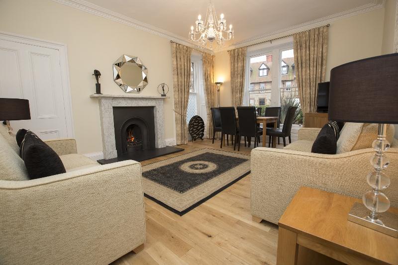Stunning Living room/Dining room - AARAN OAKS- NEW 2014 - 3 bedrooms,sleeps 6, 5 star - North Berwick - rentals