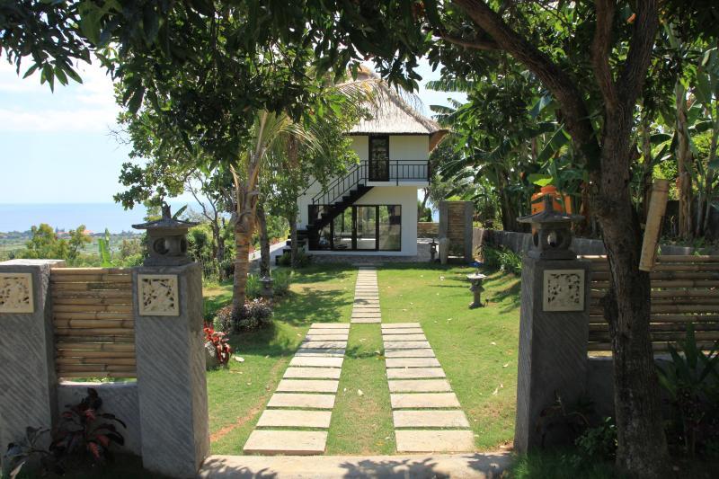Entrance Jambu house - Jambu house: peaceful and idyllic setting with stu - Lovina - rentals
