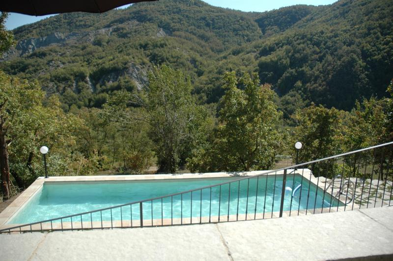 What a stunning view to enjoy while swimming a few lengths! - Rustic mountain home, ideal for families (6-7 ppl) - Toano - rentals
