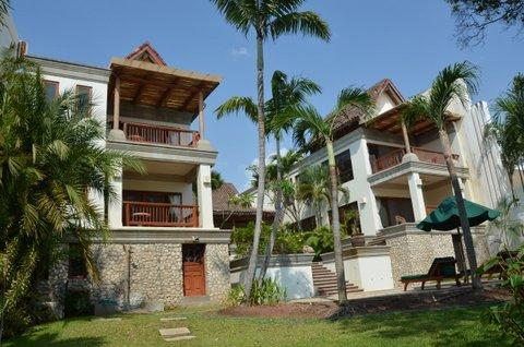 Beachfront Estate on Millionaire's row Langosta - Image 1 - Tamarindo - rentals