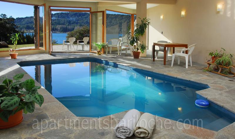 LUXURY 4 BED/ 3.5 BATH (H7) ON THE LAKE WITH POOL! - Image 1 - San Carlos de Bariloche - rentals