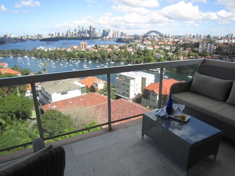 Immerse yourself in the city skyline in this uber comfy sub penthouse apartment - Image 1 - Mosman - rentals