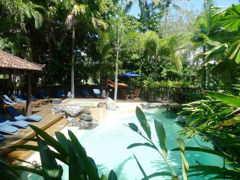 ZEN at Hibiscus ~ Short Stroll to town & Beach - Image 1 - Port Douglas - rentals