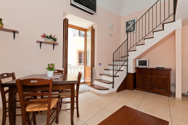 dining room with balcony - La Finestra sul Duomo - Ibisco - Cefalu - rentals