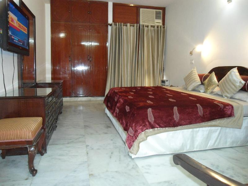 Bedroom - 3 bedroom @ GK2, South Delhi - Harmony Suites - Noida - rentals