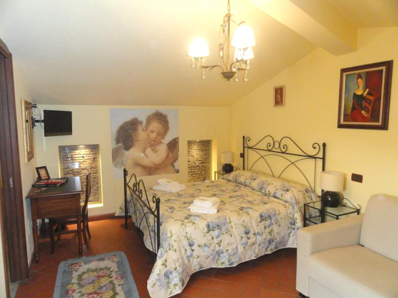 Room - Tuscan Bed and Breakfast at Window to the Tower in Pisa - Pisa - rentals