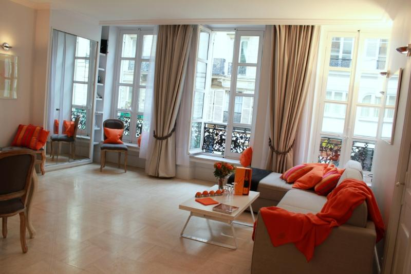 Marais Sublime - Classy 2 bedroom apartment - Image 1 - Paris - rentals