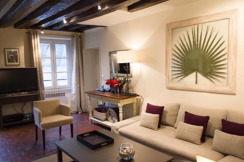 Napoleon Eiffel - Riche Eiffel Tower 2 bedroom apartment - Image 1 - Paris - rentals
