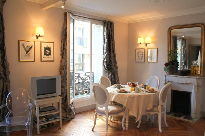 Eiffel Elegance - Designer Eiffel Tower 1 bedroom apartment - Image 1 - Paris - rentals