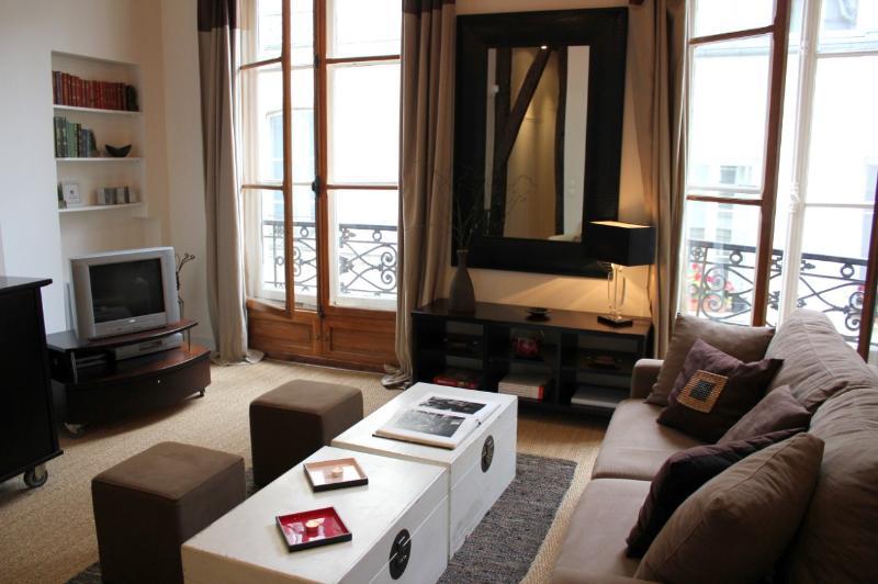 Marais Gem - Handsome 1 bedroom apartment - Image 1 - Paris - rentals