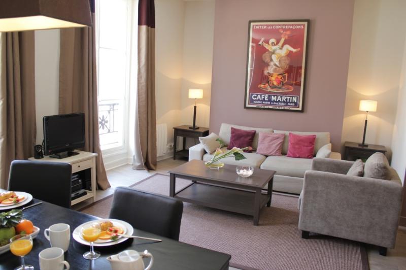 Marais Exclusive - Place des Vosges 1 bedroom apartment - Image 1 - Barcelona - rentals