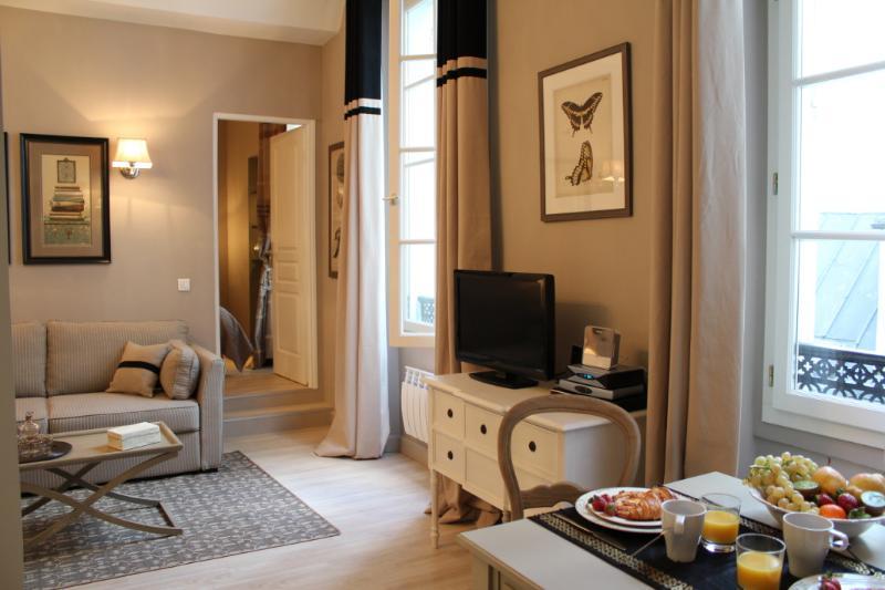 Marais Collection - Elegant Hotel de Ville 1 bedroom apartment - Image 1 - Paris - rentals