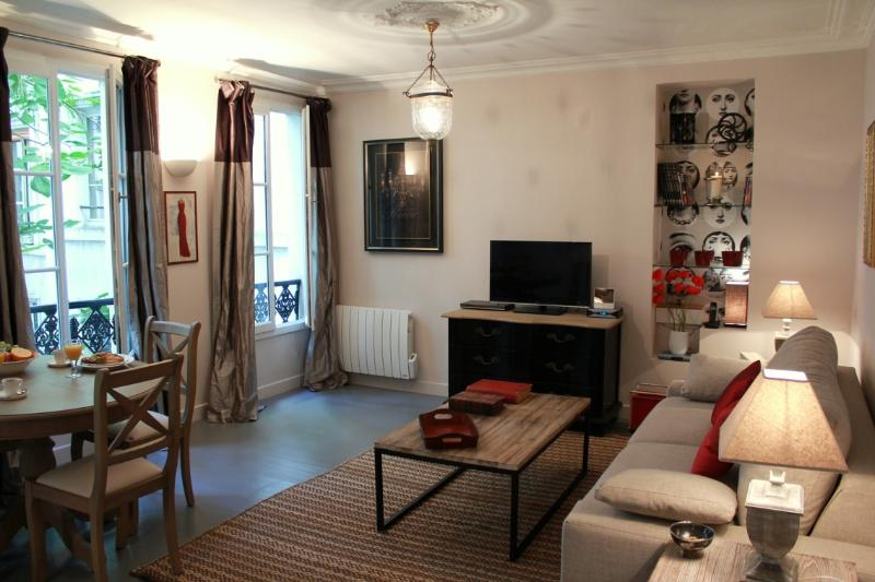 Marais Charm - Spacious Marais 1 bedroom apartment - Image 1 - Paris - rentals