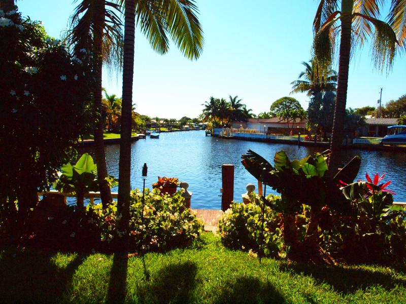 Beautiful view from the house and patio - Tropical Waterfront Getaway! Boater's Paradise! - Fort Lauderdale - rentals