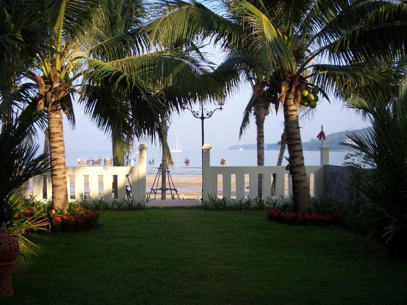 Nice seaview from the house. A small garden outside before the beach starts. - Beachfront house 3 bedrooms - Kamala - rentals