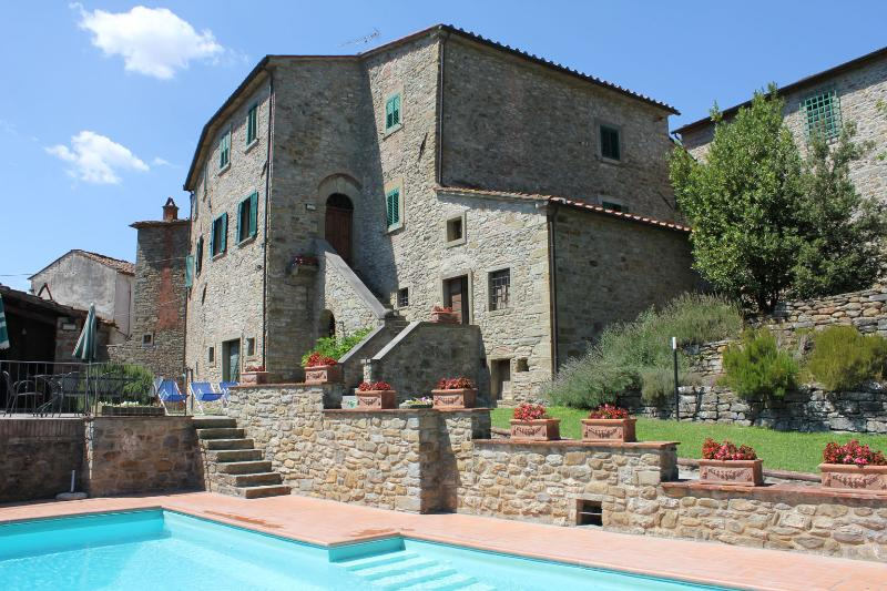 The villa, with pool in foreground - Vacation Rentals at Nightingale's Villa, Tuscany - Castiglion Fiorentino - rentals