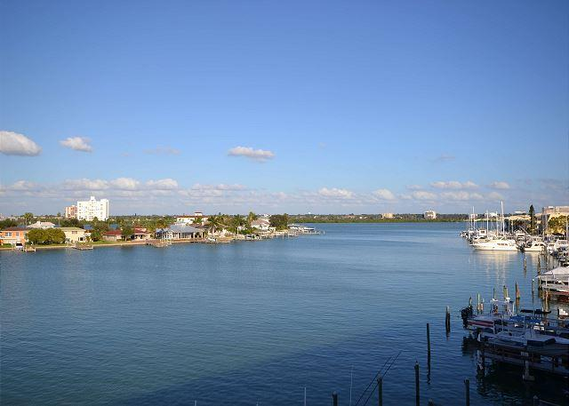 Island Key Condo  - Clearwater Beach Penthouse with double balcony, pool, spa - Image 1 - Clearwater - rentals