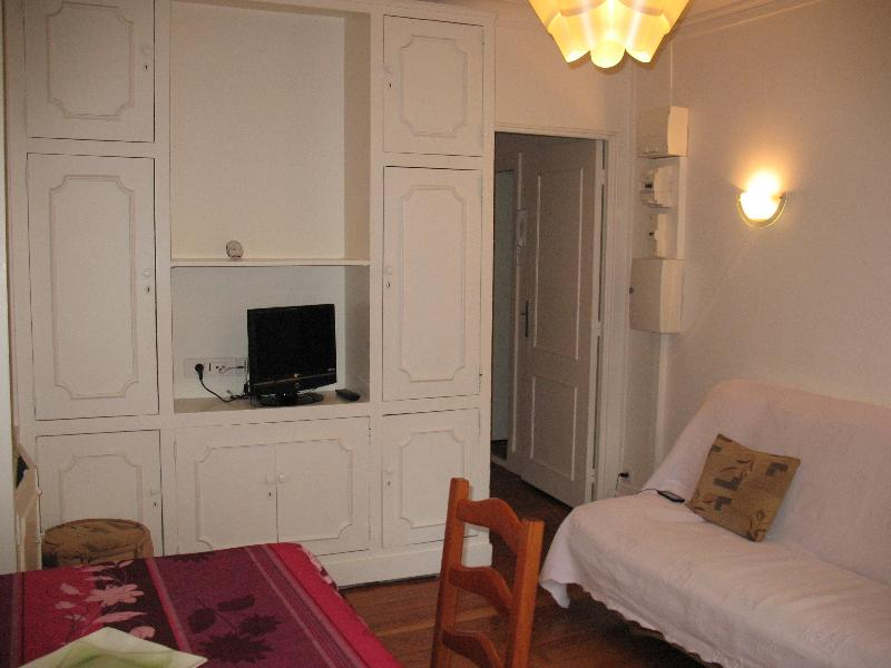 Contemporary Paris Apartment Rental at Napoleon - Image 1 - Paris - rentals