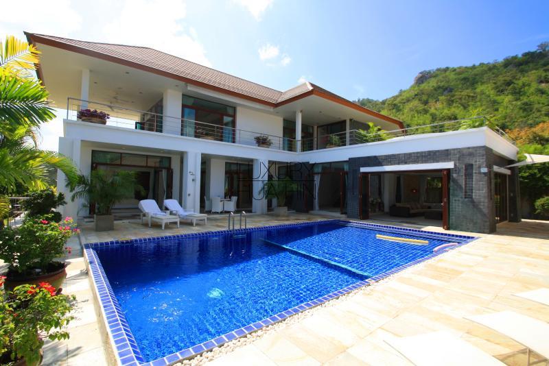 Luxury seaview 4 bedroom Villa close to the beach! - Image 1 - Hua Hin - rentals