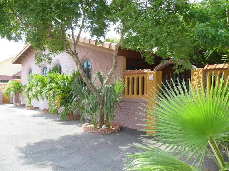 Flamboyant garden villas center of Oranjestad - Image 1 - Oranjestad - rentals