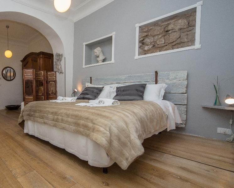 Wisteria, new apt in old center, street access - Image 1 - Rome - rentals