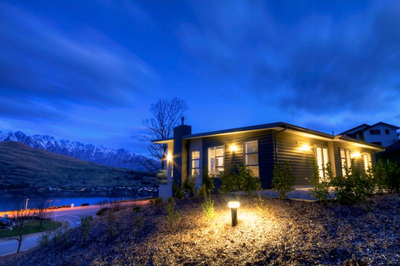 4 Bedroom Eco-Friendly House with Remarkable Views - Image 1 - Queenstown - rentals