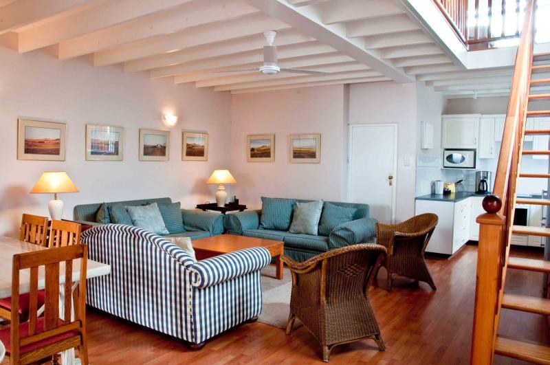 The open plan lounge area - Manaar House Self Catering Apartment - Umhlanga Rocks - rentals