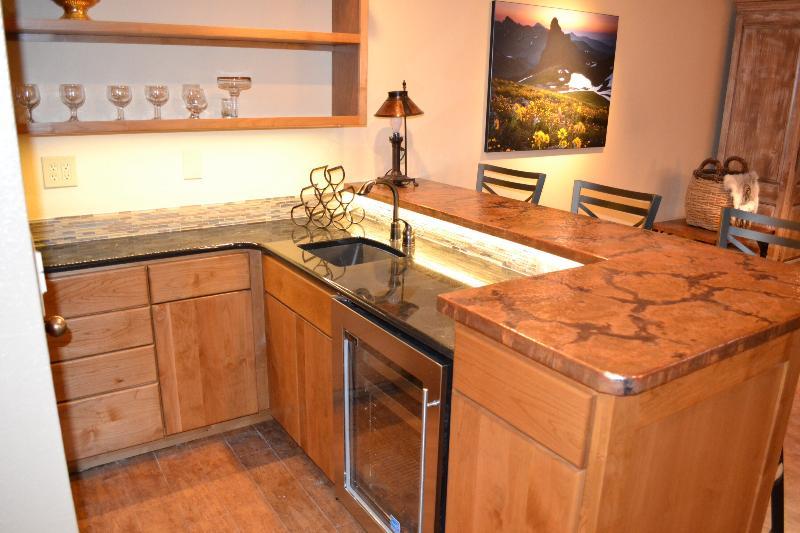 Wet bar and sink area - 3bdrm spacious condo, book now! - Durango - rentals