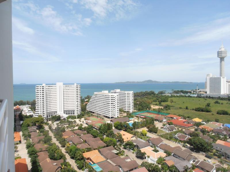 Patio/Balcony oceanview - Pattaya Thailand Beautiful Studio Condo with Ocean view - Sattahip - rentals