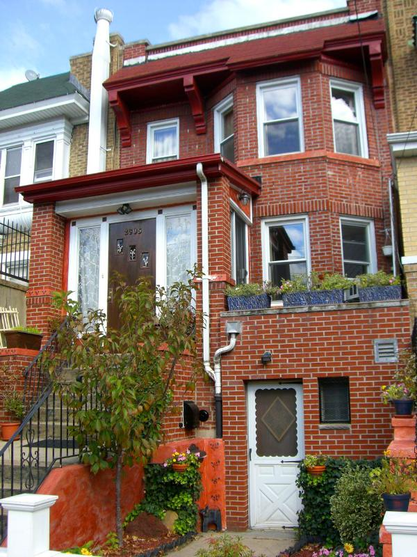 Our House and your entrance - Spacious 1 bed w/patio in great neighborhood! - Astoria - rentals