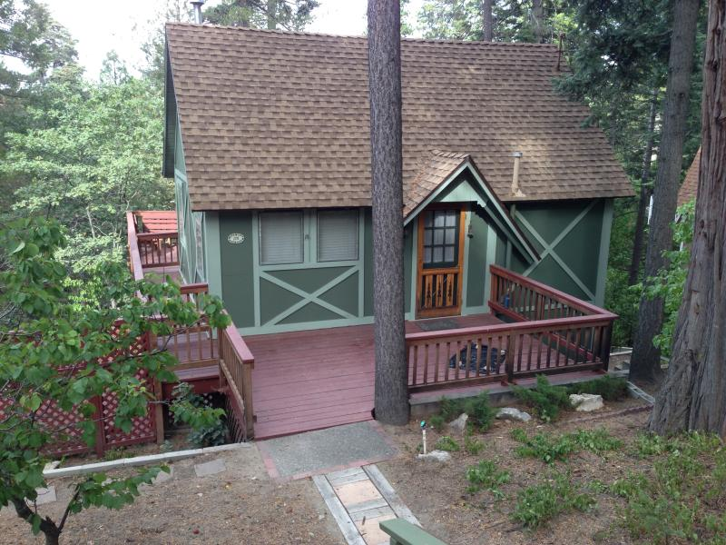 View of cottage from street - Cozy Cottage/Lake Arrowhead-HOT TUB! - Lake Arrowhead - rentals