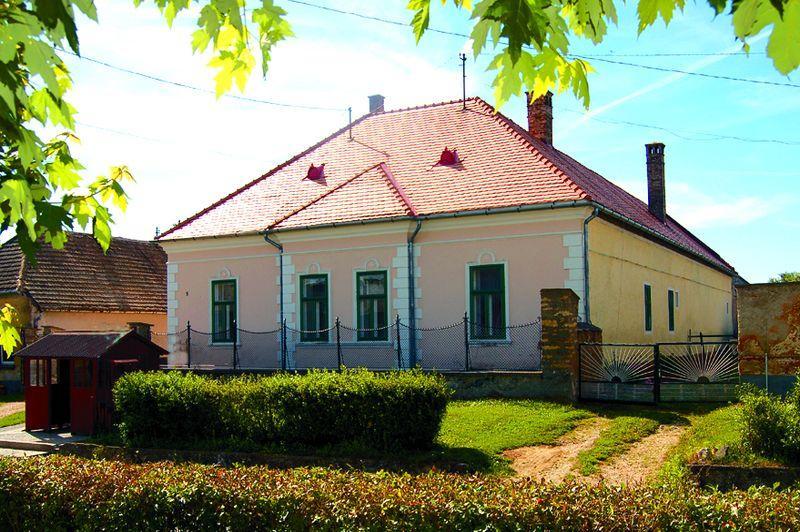 Green Valley Estate, Holiday Home - Image 1 - Szepalmapuszta - rentals