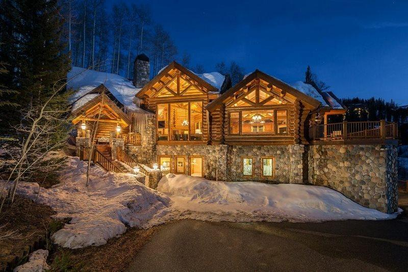 True Ski In Ski Out Mountain Village Home - Ski In/Out to Lower Village ByPass Double Green - Yellow Brick Road - 4 Bd / 4.5 Ba - Sleeps 14 - TRUE SKI IN SKI OUT Luxury Log Vacation Home - Ski Access onto Lower Village Bypass - Mountain Village - rentals
