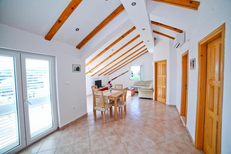 Day room + dining room, entrance - Apartment Horizon - Zaton - rentals