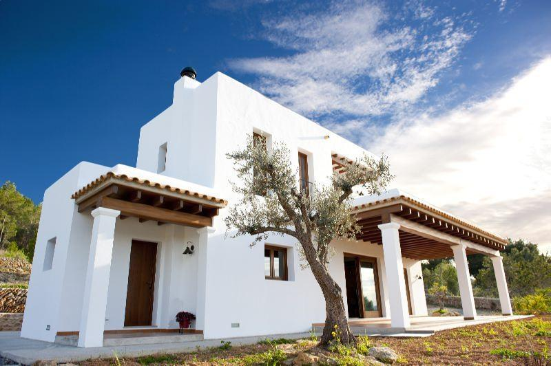 LOVELY BEDROOM IN A BEAUTIFUL FINCA - Image 1 - Ocentejo - rentals
