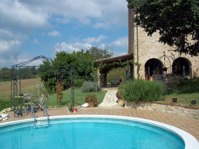Welcome to Casa San Lorenzo! - C18 stone farmhouse with panoramic mountain views - Castorano - rentals