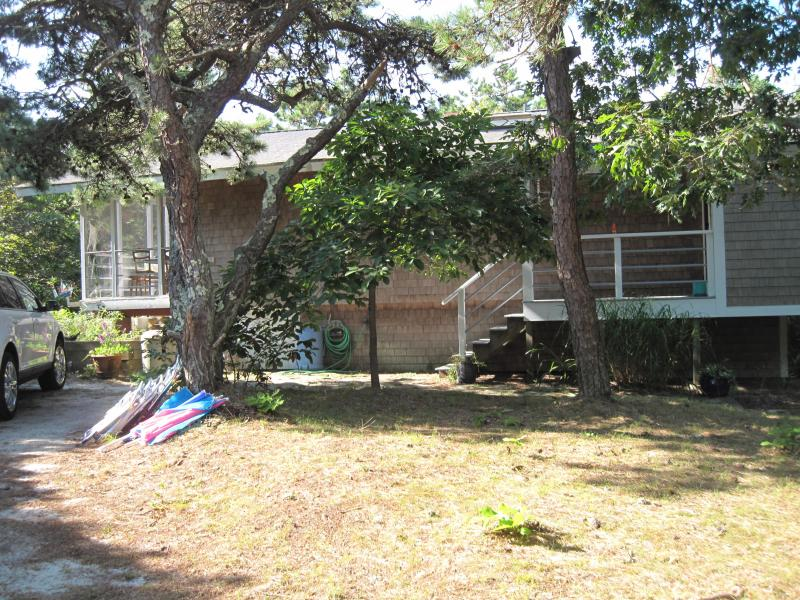 Tucked away you wouldn't realize its spaciousness - Ideal CapeCod Woodsy Retreat nrOcean Sleep12 - Truro - rentals