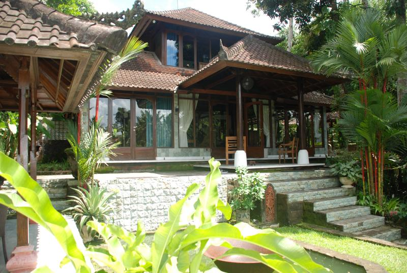 Outdoor view of two bedroom two storey villa - Beautiful 3 bedroom with pool in the heart of Ubud - Ubud - rentals