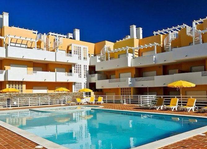 Apartment top corner right in photo - A stunning penthouse with private rooftop terrace. - Cabanas de Tavira - rentals
