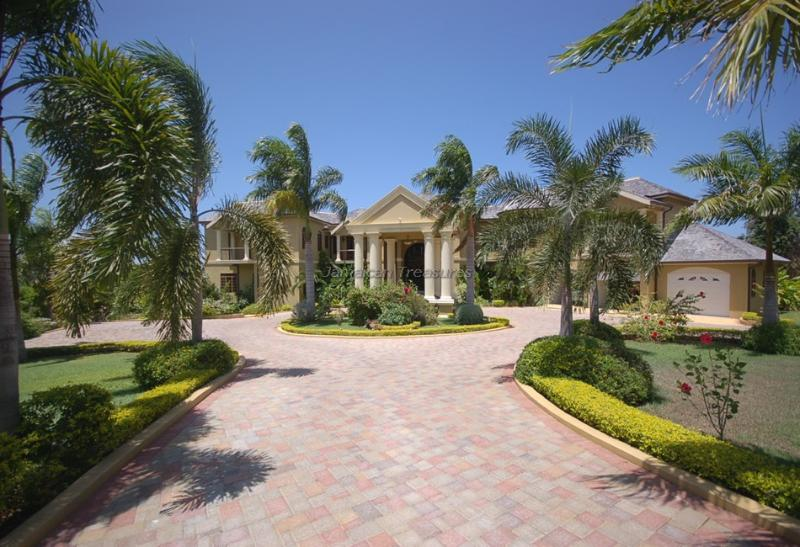 LARGE! LUXURY! GOLF! POOL! BEACH Golden Castle - Image 1 - Rose Hall - rentals